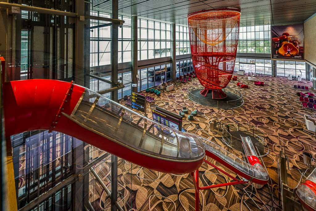 Architecture photography of chandelier playground at Singapore T4 Changi Airport | Commercial photography by Tuckys