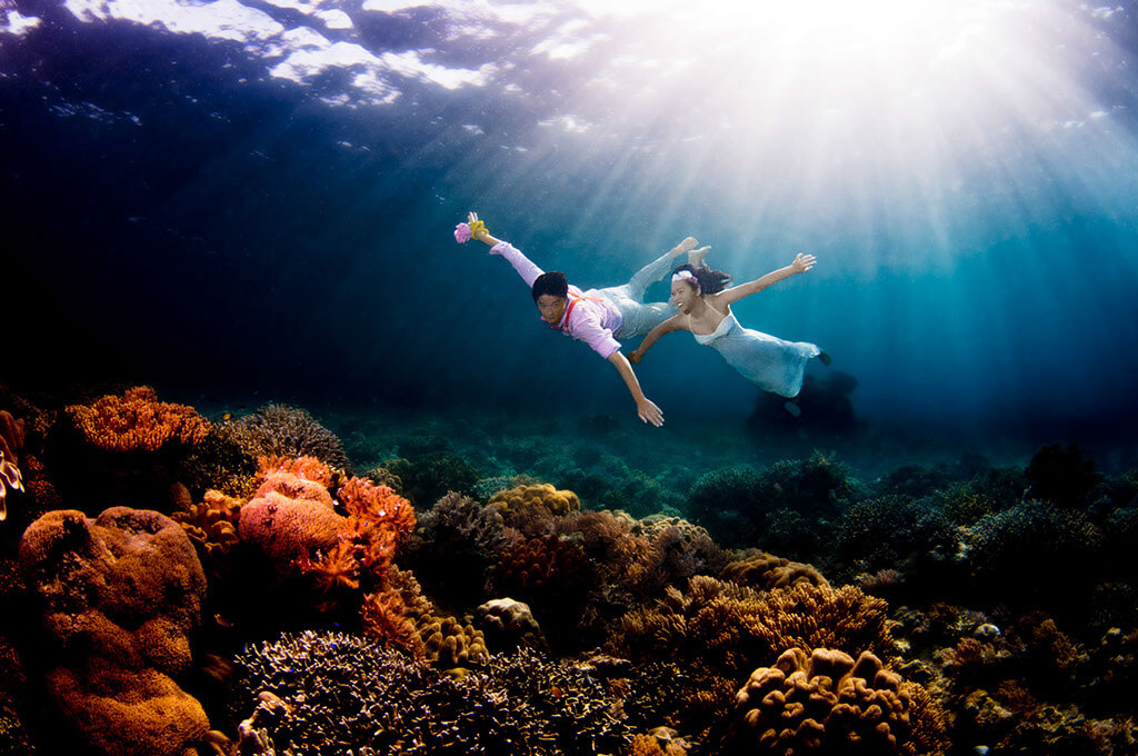 underwater wedding photography for underwater bridal proposal, pre-wedding photography for couples tuckys photography